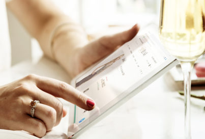 2a662b277c8 Custo X Benefícios de se comprar vestidos de grife. by Luna Moda. 5 dicas  para comprar um vestido de festa on-line